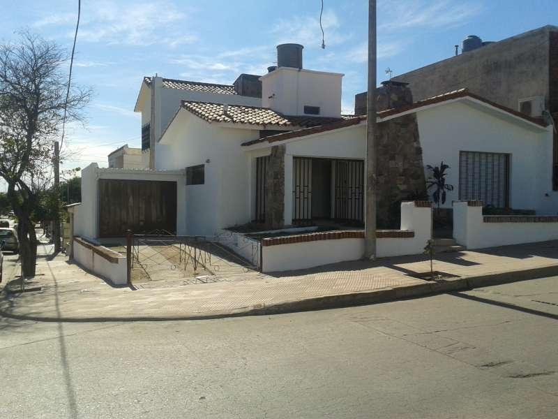 CASA EN VENTA 2 DORMITORIOS PQUE SAN VICENTE A. GARZON 3455