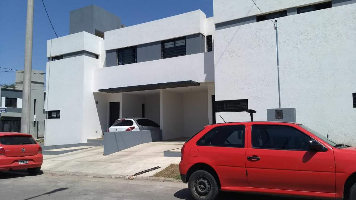 DUPLEX- LOMAS DEL CHATEAU- 3 DORMITORIOS