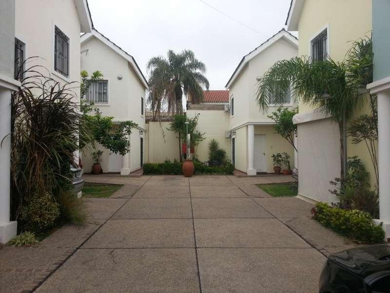 Vendo dúplex en Housing sobre Bv. San Ju